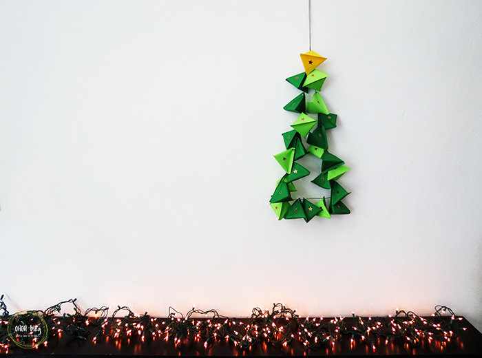 DIY advent calendar shaped as a Christmas tree (via www.ohohblog.com)