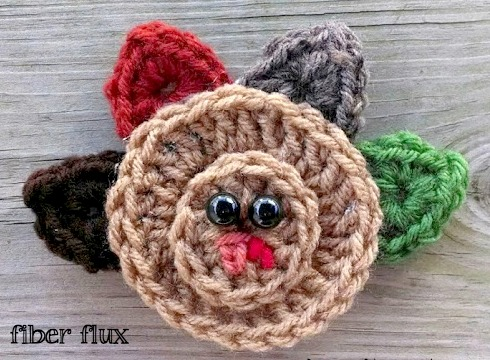 DIY crochet turkey applique for place settings (via www.fiberfluxblog.com)
