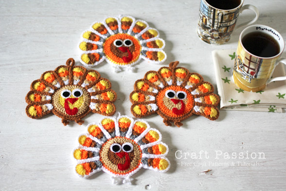 DIY turkey coasters and ornaments (via www.craftpassion.com)