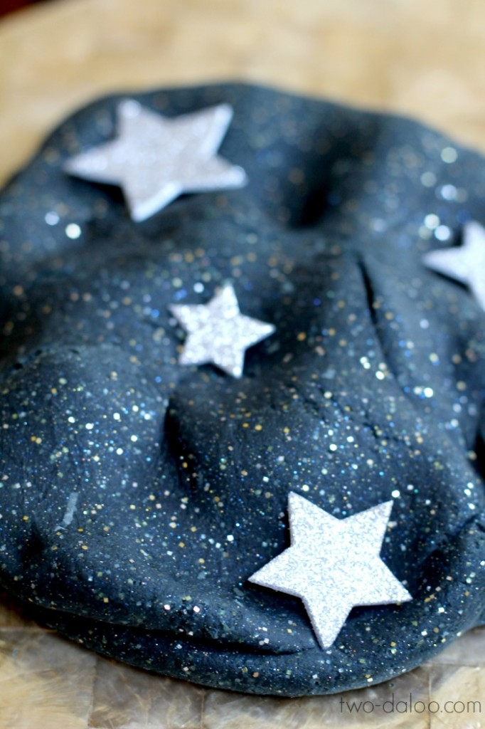 DIY stretchy night sky playdough