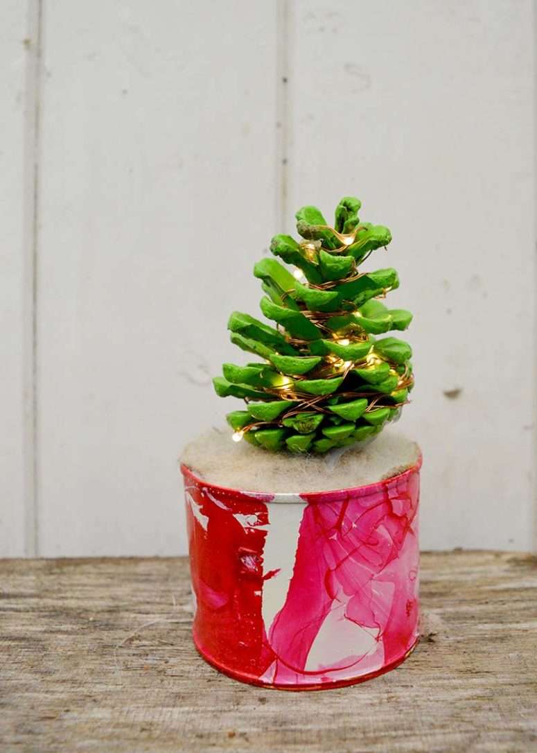 DIY pinecone Christmas tree with lights (via www.pillarboxblue.com)