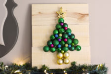 DIY pallet and Christmas ornament tree