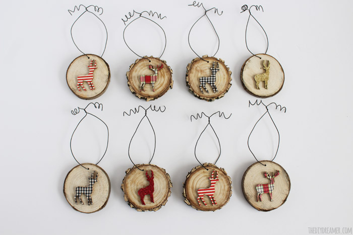 DIY dimensional deer wood slice ornaments (via thediydreamer.com)