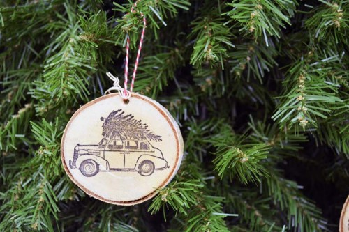 DIY stamped wood slice ornaments (via www.shelterness.com)