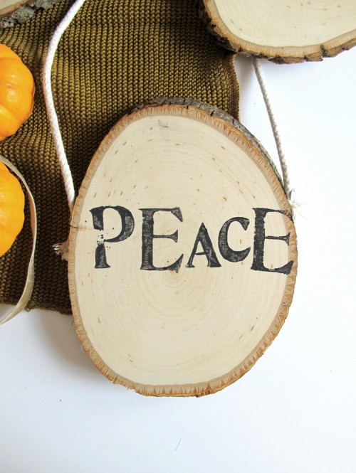 DIY stamped word wood slice ornaments (via www.shelterness.com)