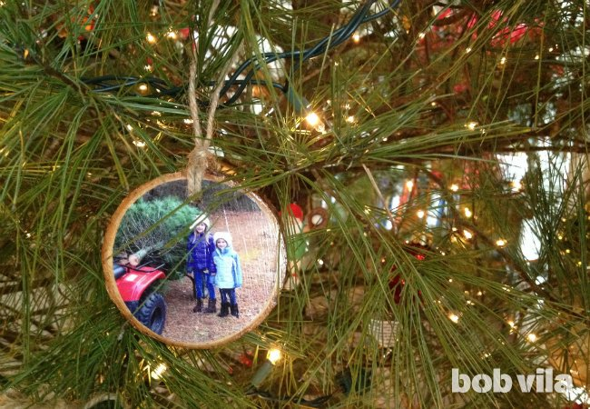 DIY photo wood slice ornaments (via www.bobvila.com)