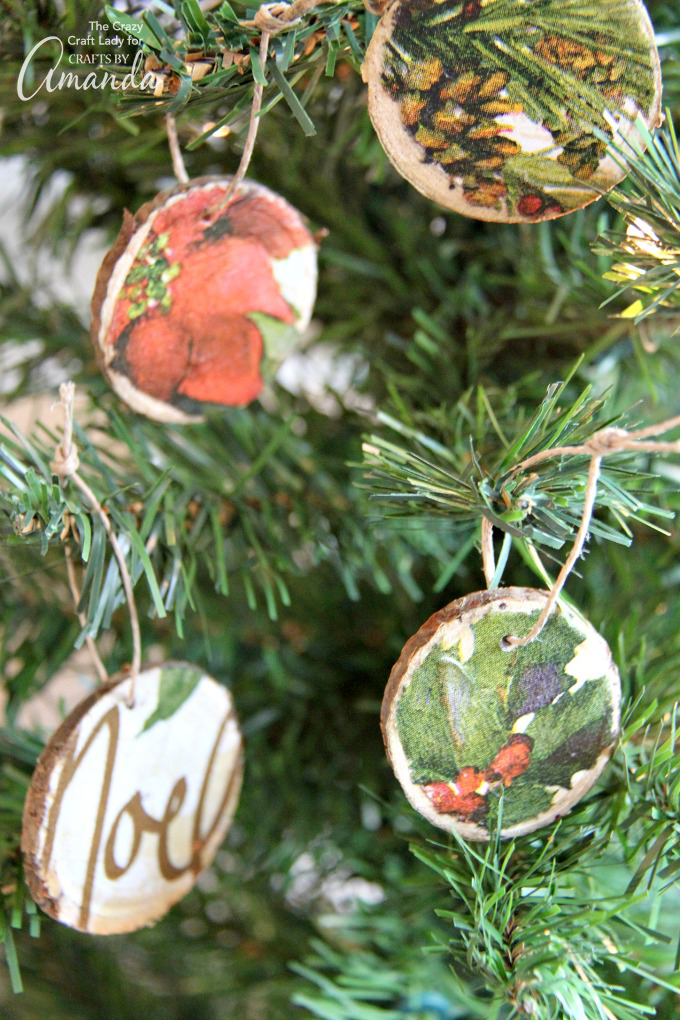 DIY decoupage wood slice ornaments (via craftsbyamanda.com)