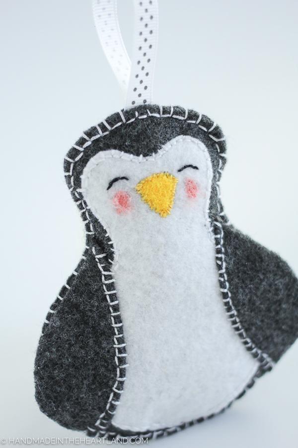 DIY felt penguin ornament (via www.handmadeintheheartland.com)