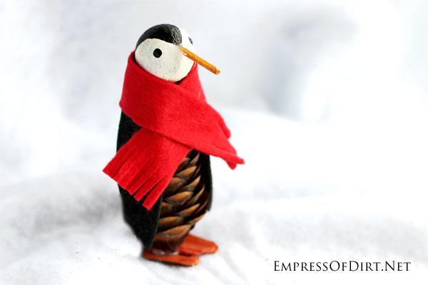 DIY narrow pinecone penguin (via empressofdirt.net)