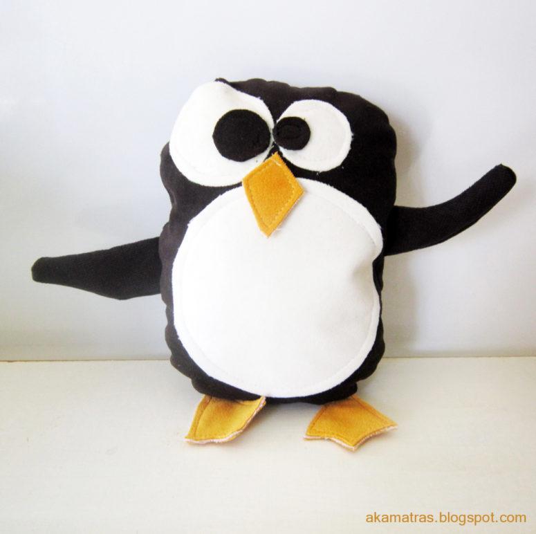 DIY funny stuffed penguin  (via www.akamatra.com)