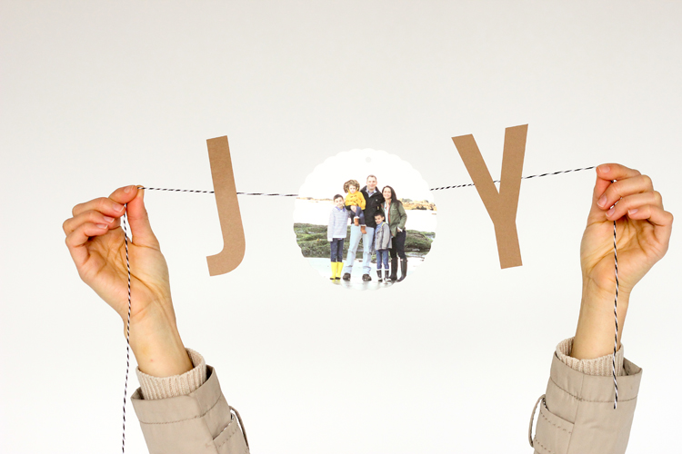 DIY JOY bunting Christmas card (via www.deliacreates.com)