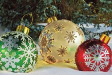 02 oversized shining ornaments to decorate your outdoor spaces look fantastic