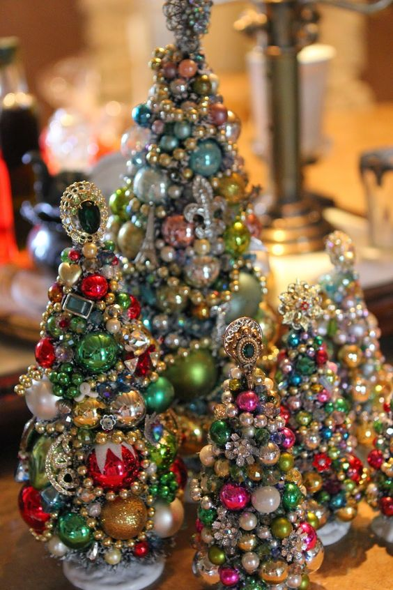 15 Jewelry Christmas Trees For A Glam Touch Shelterness