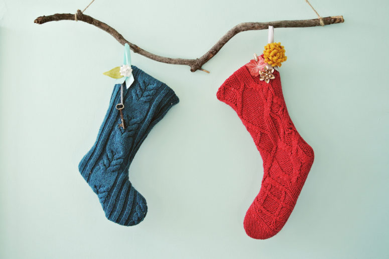 DIY no sew sweater stockings (via www.farmfreshtherapy.com)