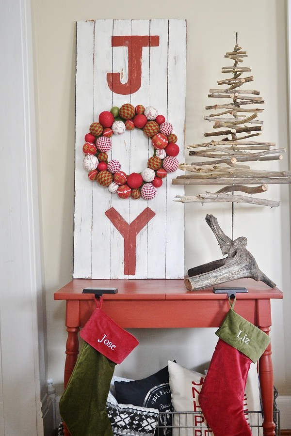 DIY pallet JOY sign with an ornament wreath (via www.lizmarieblog.com)