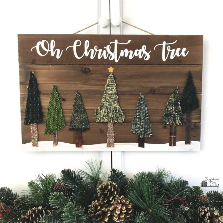 DIY Christmas pallet sign with fabric trees (via www.bugaboocity.com)