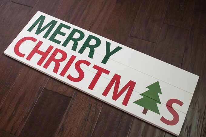 DIY pallet and stencil Christmas sign (via www.keystoinspiration.com)