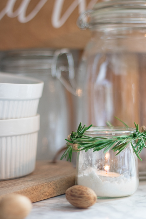 DIY simple and natural Christmas votive (via seekinglavenderlane.com)