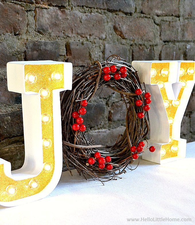 DIY holiday marquee sign wit a wreath (via hellolittlehome.com)