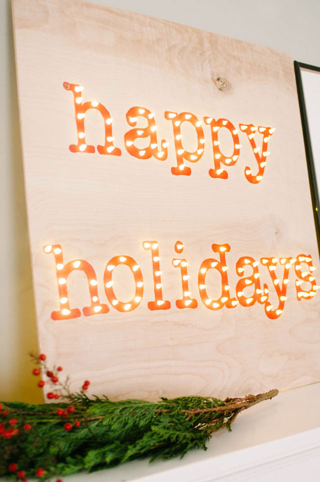 DIY Happy Holidays marquee sign (via idlehandsawake.com)