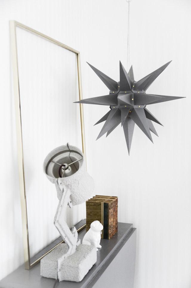 DIY grey Christmas star lamp (via blogg.skonahem.com)