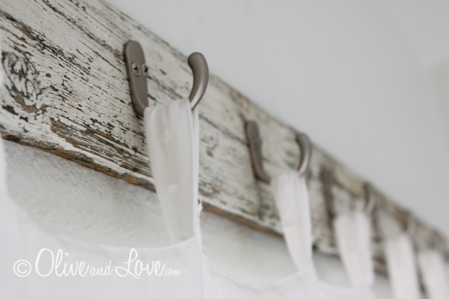 16 diy curtain rods and finials crafts shelterness for Wooden finials for crafts