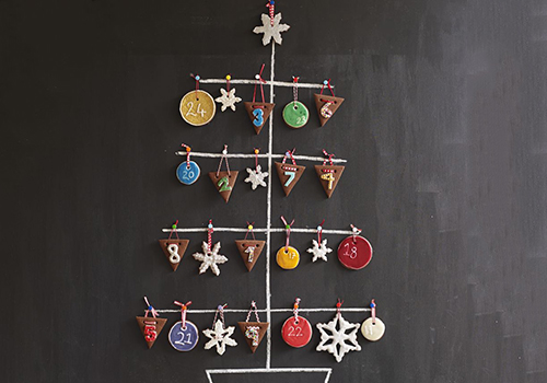 DIY glazed gingerbread cookies calendar (via www.bbcgoodfood.com)