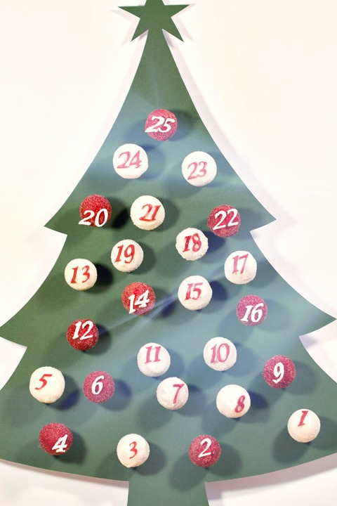 DIY cake pops advent calendar (via mammawearsprada.com)