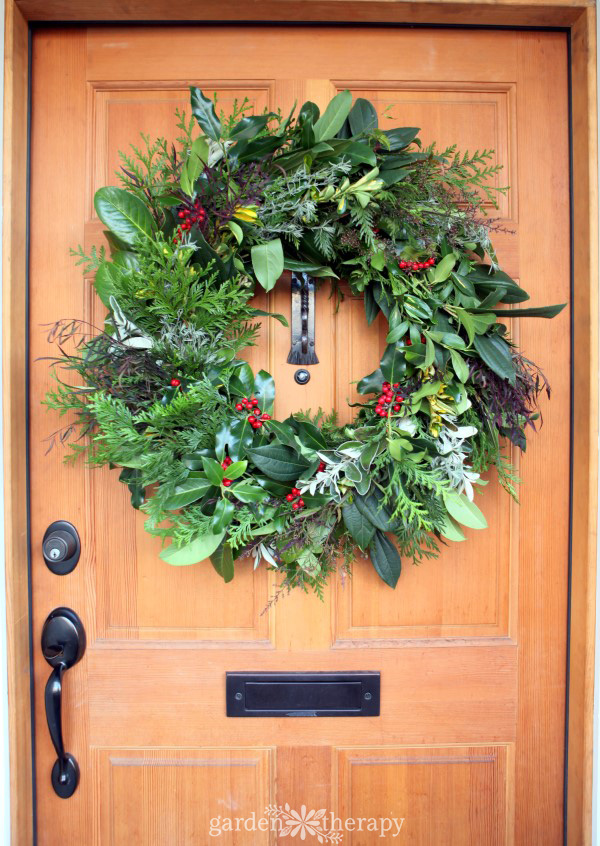 DIY fresh evergreen Christmas wreath (via gardentherapy.ca)