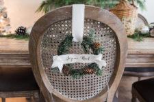 DIY mini wreath with ribbons