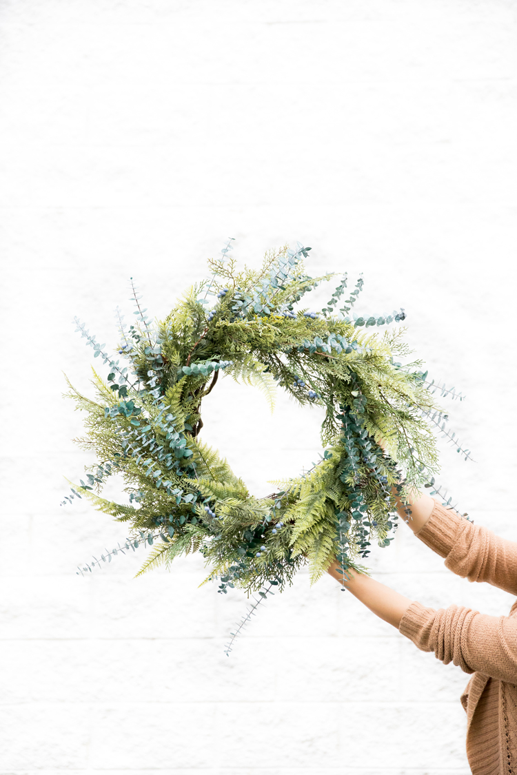 DIY mixed evergreens wreath (via www.deliacreates.com)