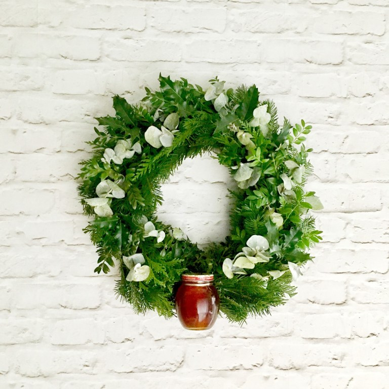 DIY holiday gift wreath (via www.craftylittlegnome.com)