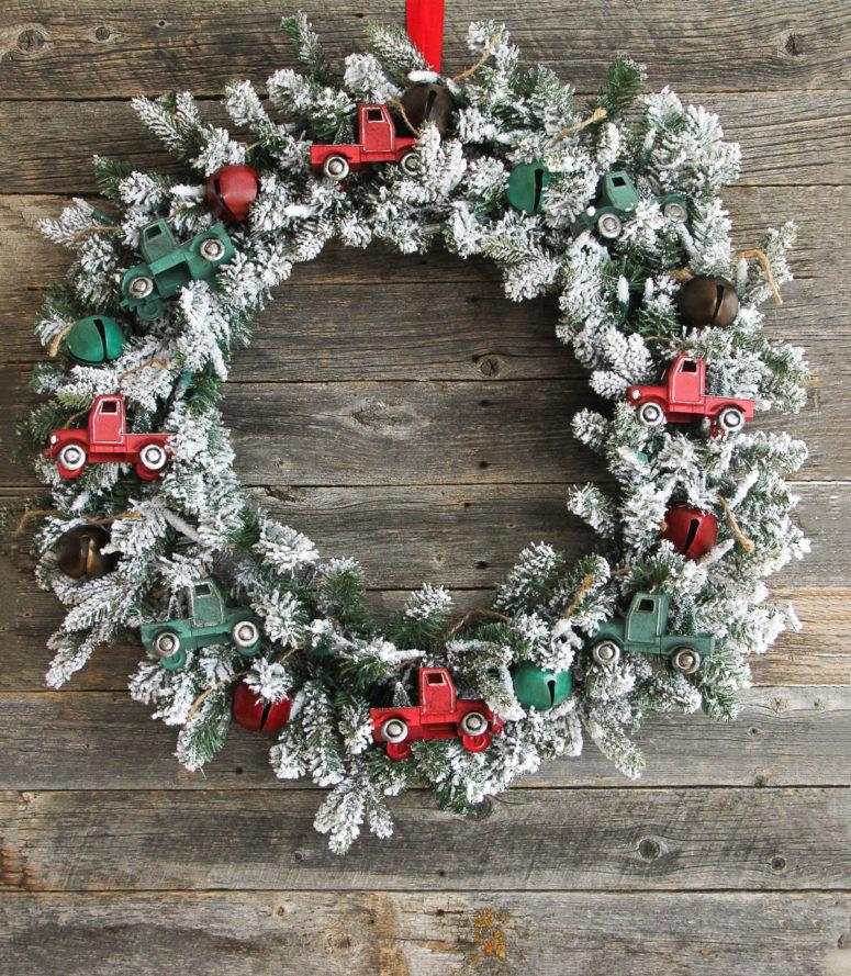 DIY vintage truck Christmas wreath (via www.aprettylifeinthesuburbs.com)
