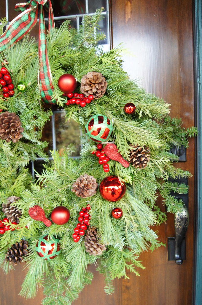 DIY traditional Christmas wreath with ornaments (via threadsandblooms.com)