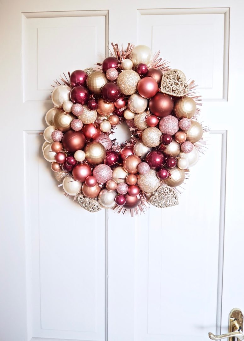 DIY stylish ornament wreath (via www.daintydressdiaries.com)