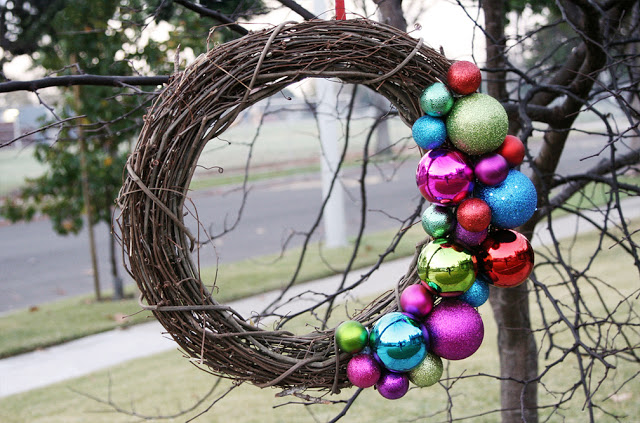 DIY grapevine wreath with colorful ornaments (via www.pleasenotepaper.com)