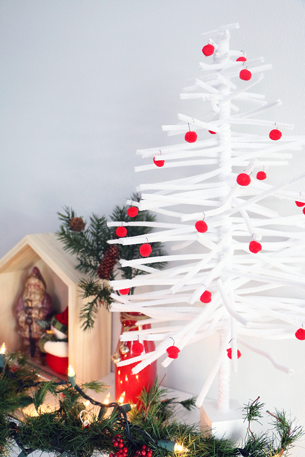 DIY pipe cleaner Christmas tree