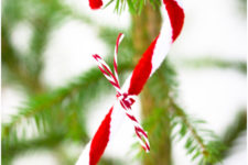 DIY pipe cleaner candy canes