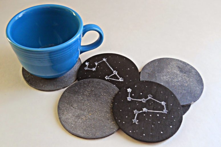 DIY chalkboard constellation coasters (via www.runningwithagluegunstudio.com)