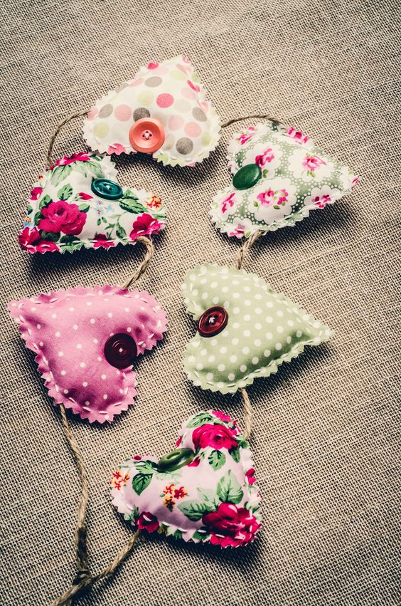 a shabby chic printed hearts garland with large buttons for a cute vintage space