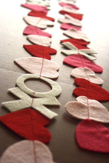 simple red, blush and pink felt garlands with hearts and XO letters