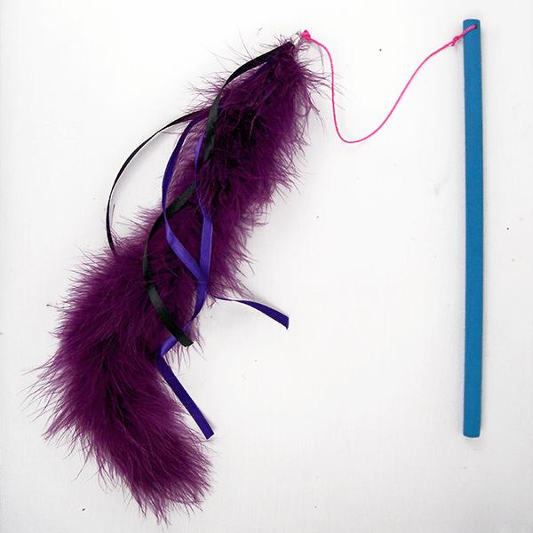 DIY feather cat fascinator (via www.dreamalittlebigger.com)