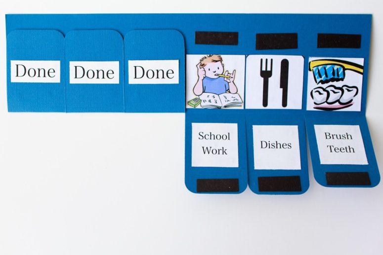 DIY foldable chore chart (via www.mynameissnickerdoodle.com)