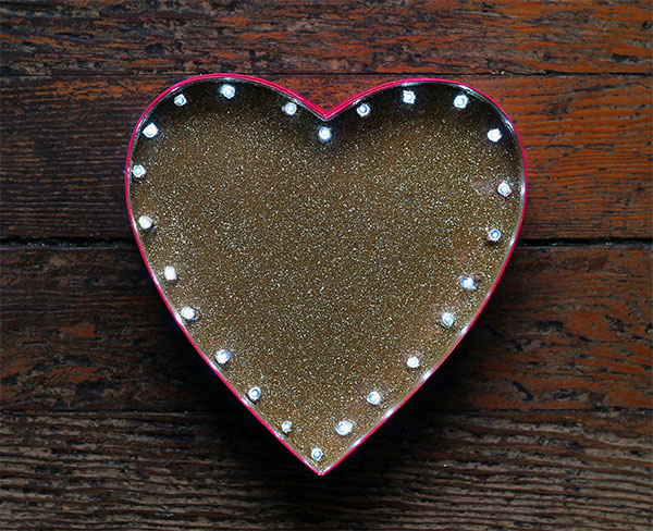 DIY heart-shaped gold glitter sign (via squirrellyminds.com)