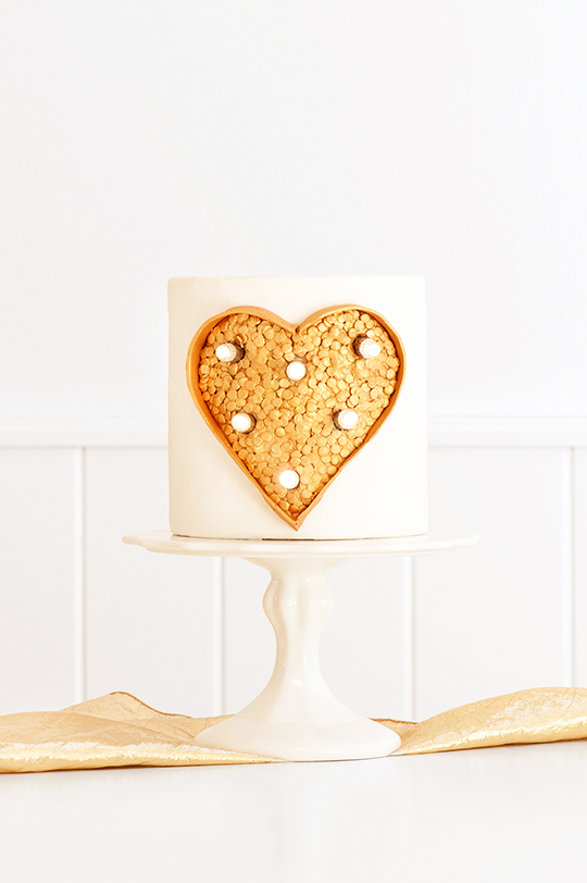 DIY marquee light cake (via sugarandcloth.com)