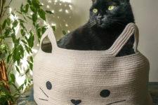 DIY cat bed of clothesline