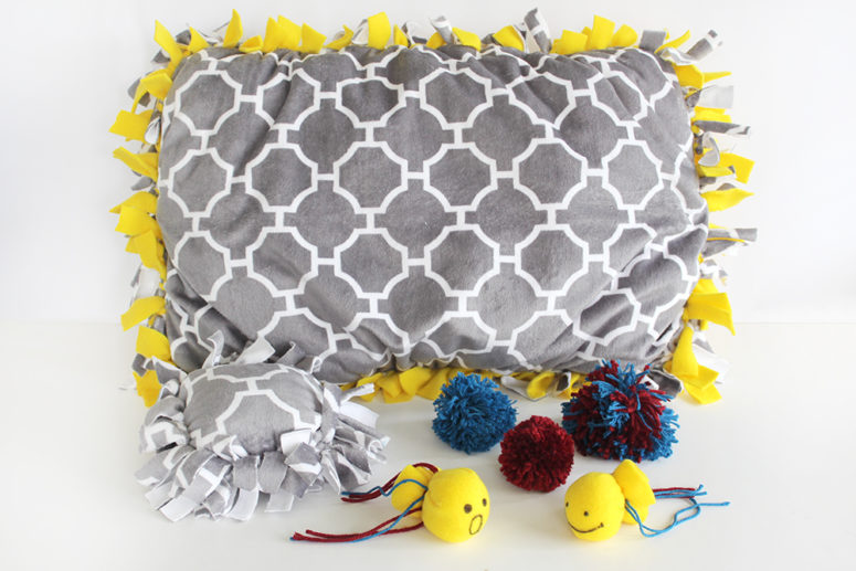 DIY printed pillow cat bed with catnip (via www.southernmomloves.com)