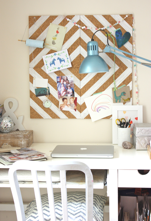 DIY cork tile pinboard with a chevron pattern (via www.homedit.com)