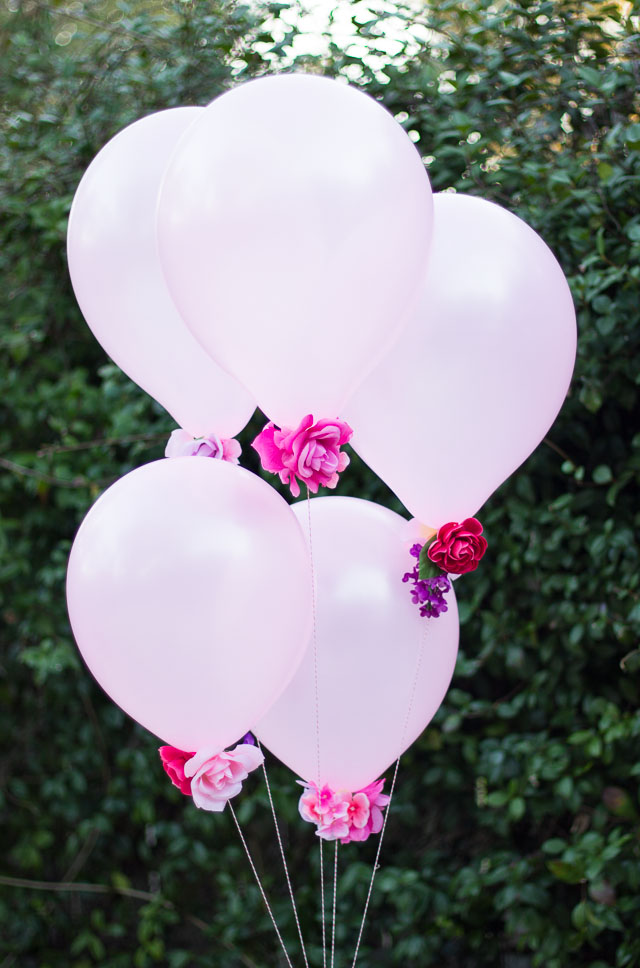 DIY faux flower balloons (via www.designimprovised.com)