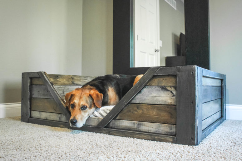 DIY industrial rustic dog bed (via ruggydiy.com)